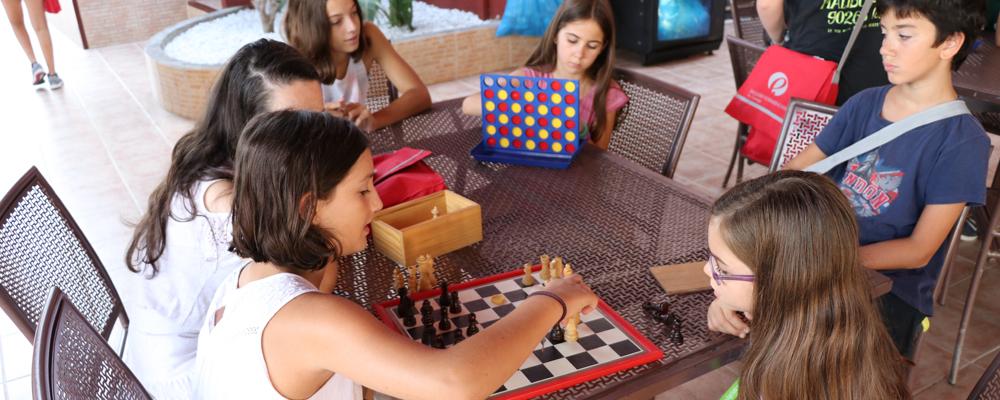 Sociabilización de una manera divertida con las colonias de verano en inglés